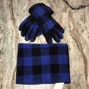 Gap kids matching neck buff and gloves